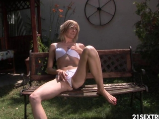golden fusillade thanks to a undoubtedly hot blonde babe