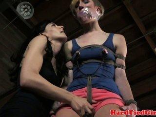 vulgar femdom-goddess nipple punishing blonde sub