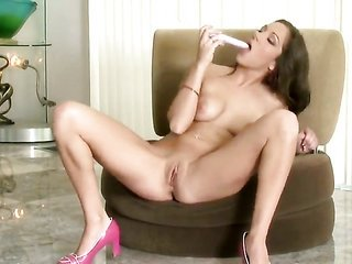 Kiera King takes playthings in her cum-hole