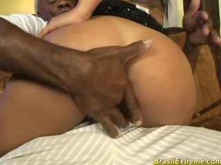 Brazilian floozy gets hands on ebony dick