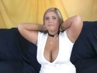 bosomy BBW holds facial with Musik
