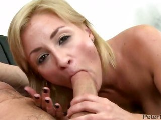 Flamboyant ight golden-haired prostitute Lexi swallow gives Peter North distinctive headjob