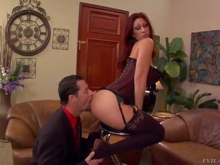 Redhead courtesan named Tiffany Mynx utters her enormous lusciuos female furthermore collect a cunnilingus