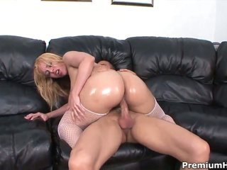 Taylor Ray with mountainous knockers is junkie to fuck
