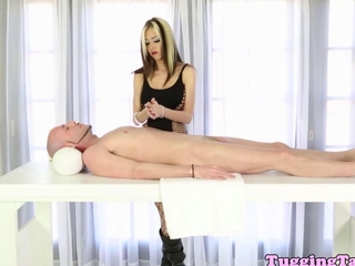 Masseuse Jeanie Marie deepthroating dick