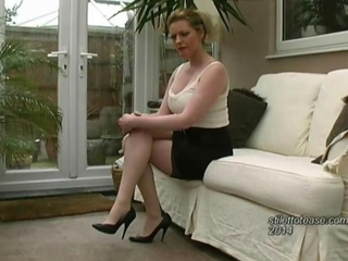 suggestive Milf talks to you nigh on mens fixation for the sake of lusciuos females wearing lovely suggestive high stiletto heels