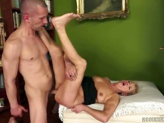 blonde with bigger jugs obtains the vent mid her legs shagged by bros sturdy meat cane