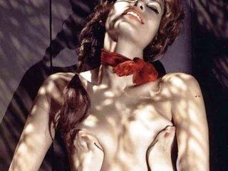 Eva Mendes stripped!
